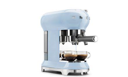 Gewinne: 1 Smeg Espresso- Kaffeemaschine