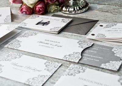 Elegante Hochzeitseinladungen mit barocken Ornamenten Meredith und Joseph - carinokarten