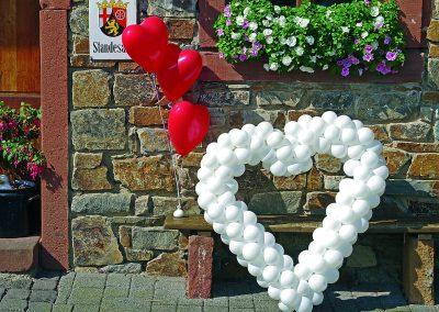 Hochzeit-Luftballon-Herzen-Helium-Eingang-Blumenkasten-Dekoration-Hochzeit-Standesamt-heiraten-Westeifel-Werke-CMYK-300dpi