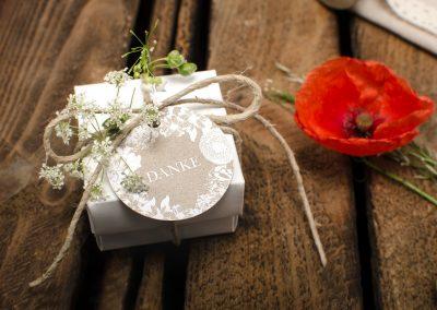 Vintage Anhaenger fuer Gastgeschenke zur Hochzeit Romy und Phil - carinokarten