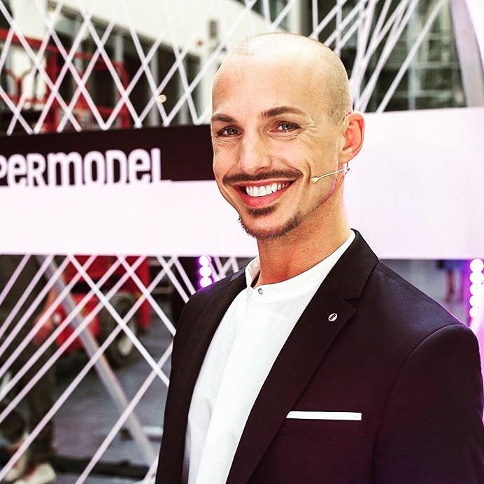 Moderator Oliver Tienken der Brides and Groomes